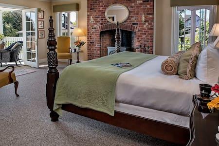 Ravenscroft Inn - Fireside Room - Port Townsend - Bed & Breakfast