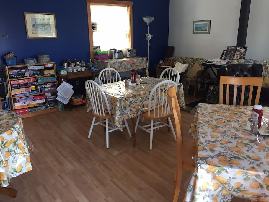Breakfast/games room