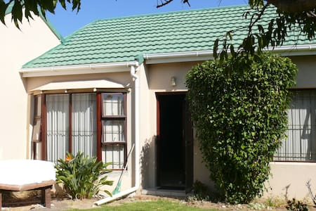 Charming Townhouse in Strand close to beach - Cape Town - Apartment