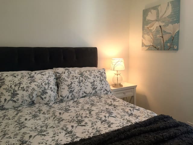 Cozy Bedroom nr Harvard/MIT/Kendall