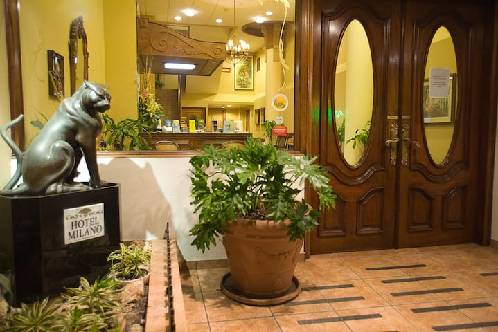 Milano B and B (Queen Rooms for up to 2 people) - San Juan - Bed & Breakfast