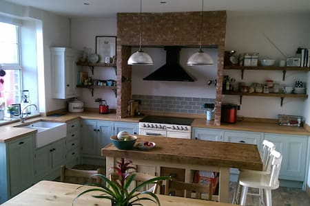 Spacious Cottage with Dales Views - Addingham - Hus