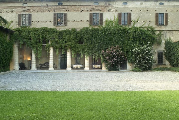 Palazzo Torri historic Manor House in Franciacorta - Corte Franca