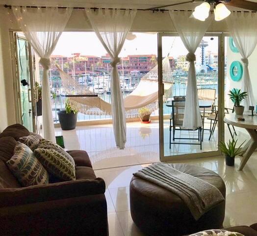 Private Room in Luxe Marina Condo