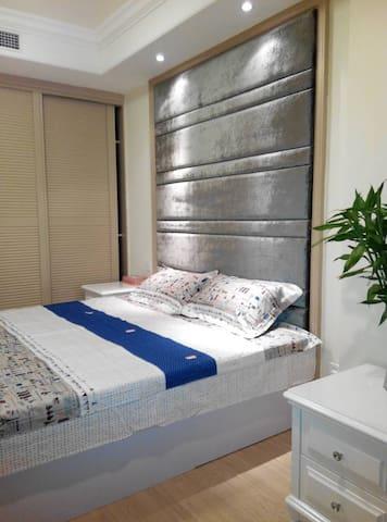 鹏丽南华·泰润国际公寓,一室一厅大空间豪华度假房 - Qingdao - Lägenhet