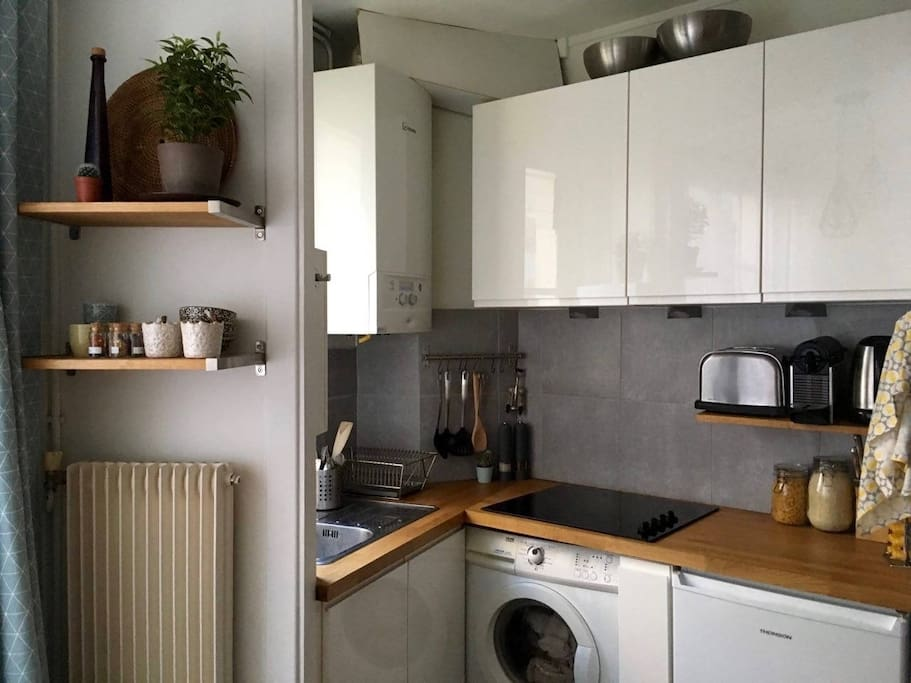 An all furnished kitchen