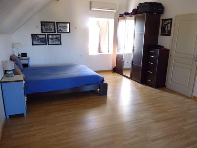 Chambre dans une maison de caratère - Dolomieu
