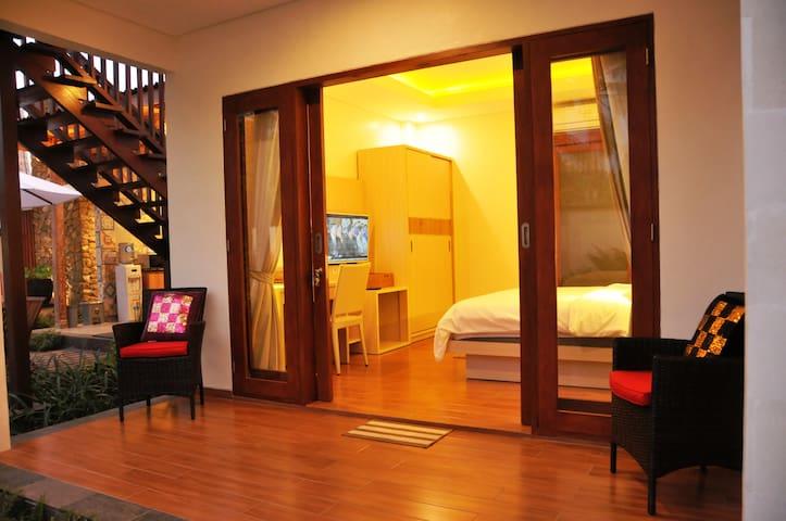 Cozy Room in Quiet Villa Close to Komune Beach