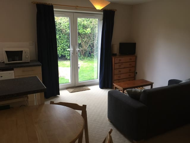 Self Contained Studio Flat - Sutton Courtenay - House