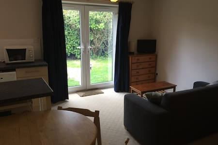 Self Contained Studio Flat - Sutton Courtenay