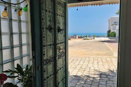 Beachfront peaceful cocoon to fully enjoy La Marsa