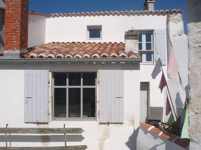 Maison de charme sud Oléron + vélos - Le Château-d'Oléron - Çatı Katı