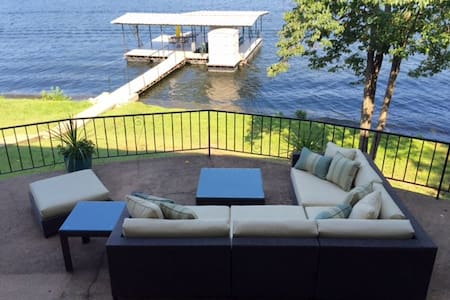 Nice! Dog frdly w/ prvt dock & lift - Lake Ozark - Rumah