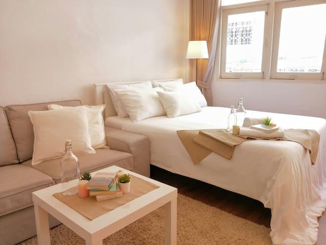 For 4 Guests (2 Beds 1 Bedroom 1 Bathroom)