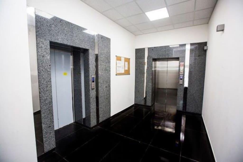 Лифт/Elevator