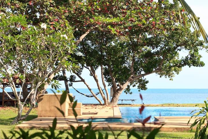 Heaven Beach Villa pool - seaview - beach