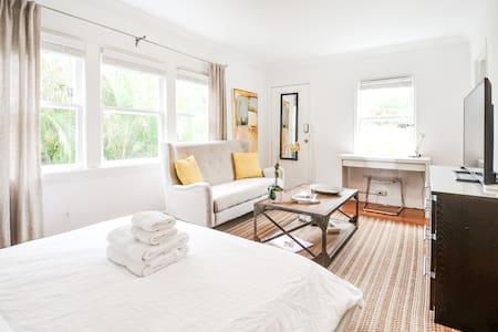 Designer Mediterranean Guest House - Coral Gables - Rumah Tamu