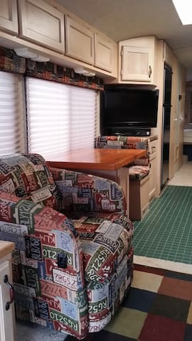 Classy and Cozy Apartment on Wheels - Crete - 露營車