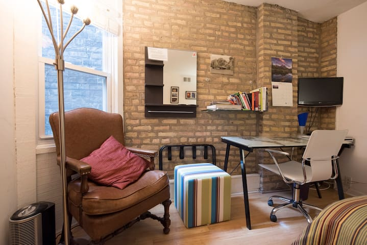 Easy chair, luggage rack, ottoman, and plenty of guidebooks.