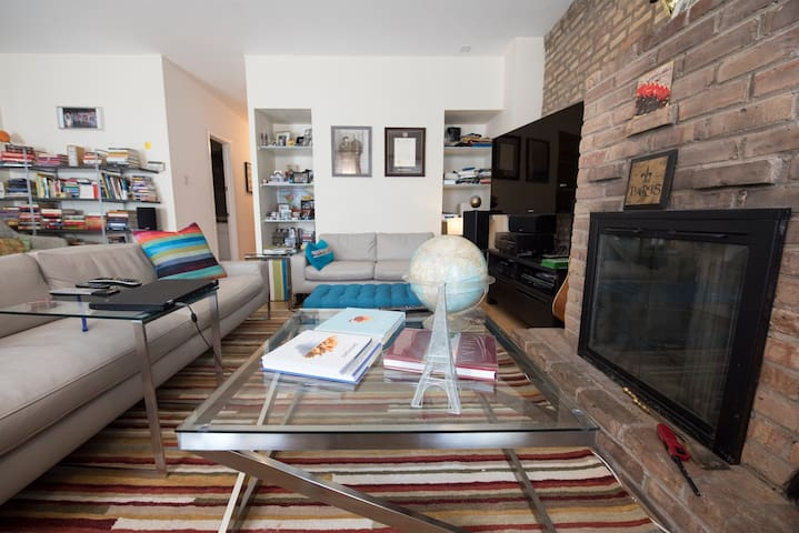 Coffee table, soft rug and a vintage globe.