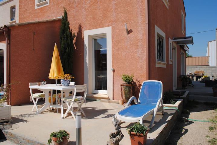 petite villa confortable au milieu des vignes
