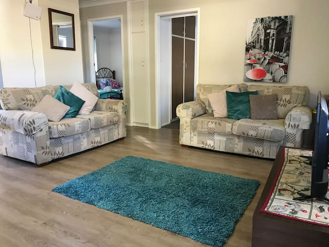 Clean 2bed unit 💥Wifi 💥Fetch💥self-isolate here
