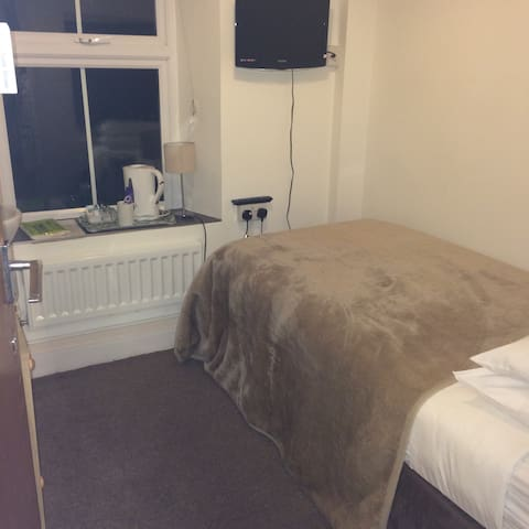 Small single room-shared shower/wc(SunnyBank House - Sennen