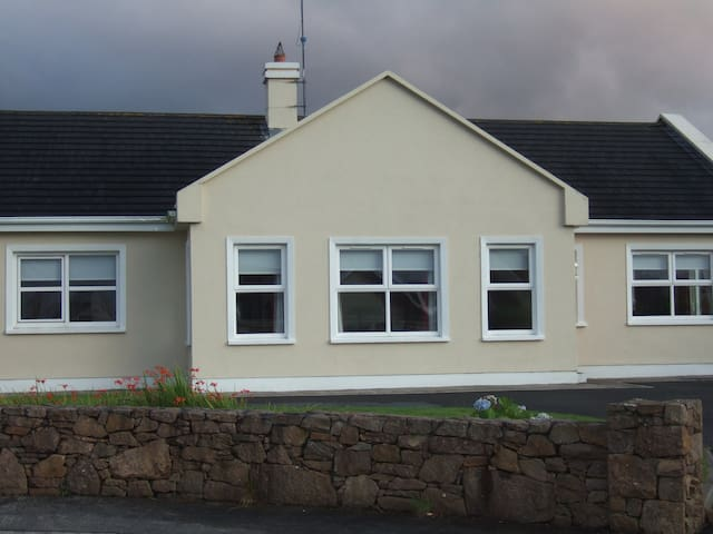Wild Atlantic Way Bungalow Bliss - Louisburgh - House