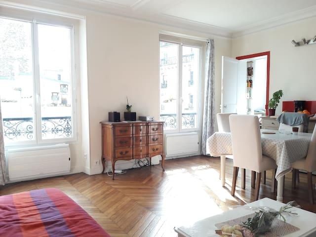 Vaste studio de charme à Montparnasse