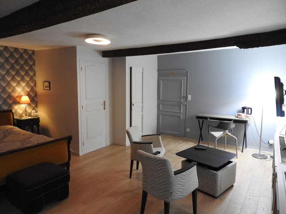 chambre avec coin salon