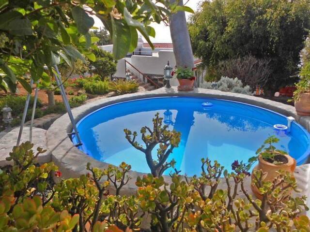 Ferienhaus mit Swimmingpool, Terrasse, Garten und Meerblick - 5577
