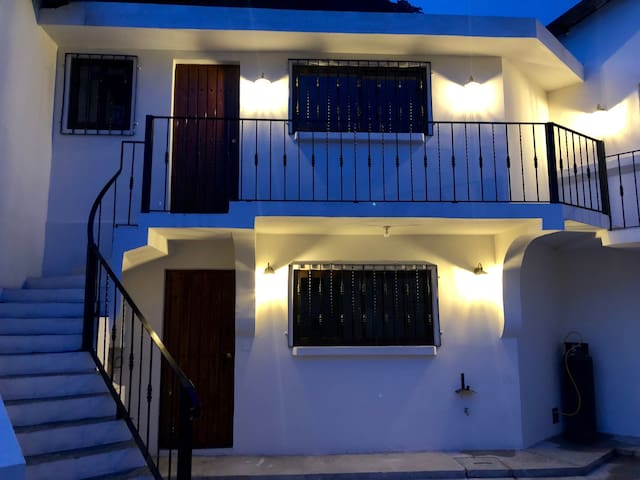 "Apartamento ""SAMOS"", calle principal panajachel"