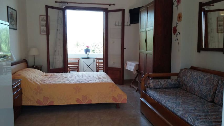 KYPARISSI APARTMENTS- LAKONIA- room 3