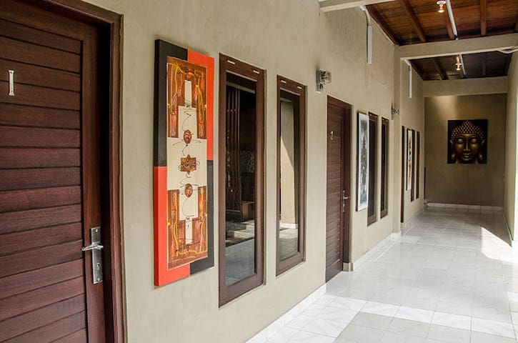 Puri Prada House - Queen size bed 1 - South Denpasar - Pension