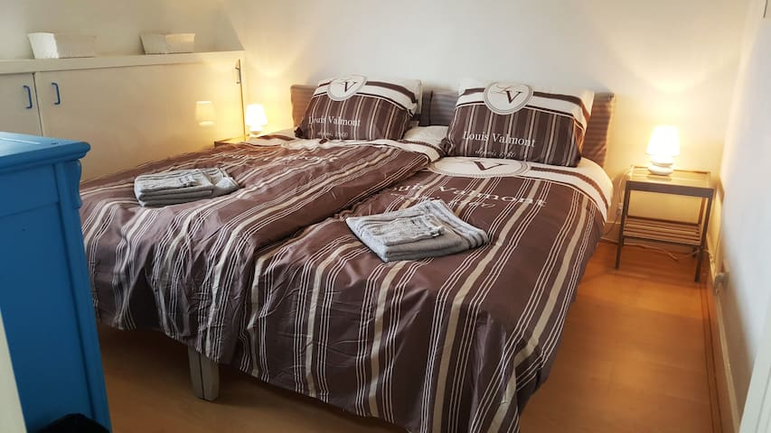 B) Private clean room near Utrecht and Amsterdam