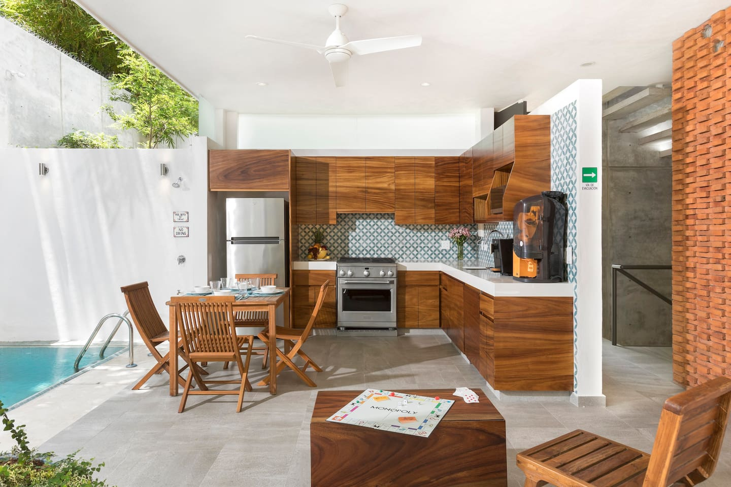 Completelly Equipped Kitchen, salt water pool, social area, a block to Ocean. Next to the Beach Polo Club. 15 min. walk to town. Short or long stay rentals, We have 2  private suites and one guest house. total : 10 people max. Guest House next door.