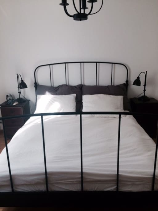Single bed futon also available for use.