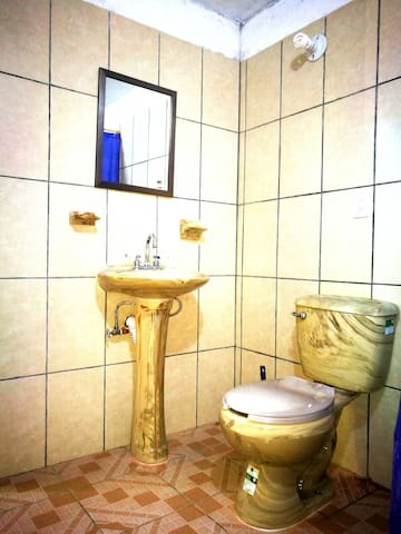 Bathroom / Lavabo