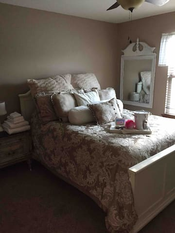Troy Ohio queen bedroom newer development