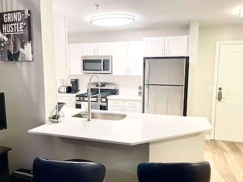 LUXURY & SPACIOUS two Bed Apt!!!