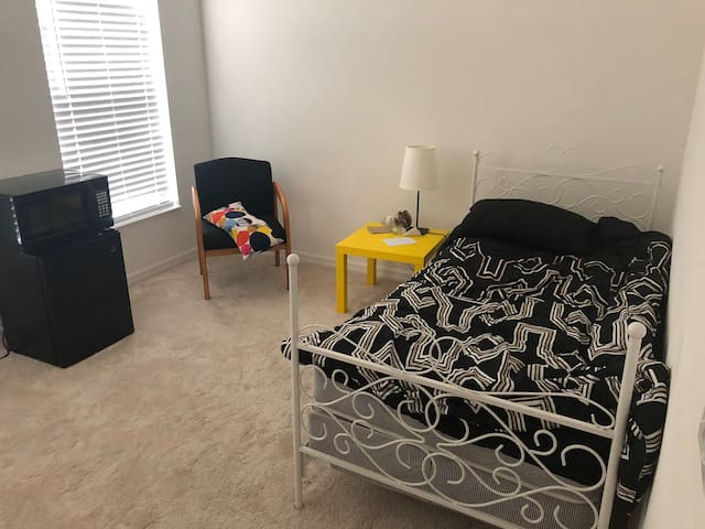 Room in Kissimmee, close to Disney, Dollar General