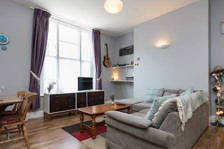 Beautiful, Light & Spacious Aigburth Apartment