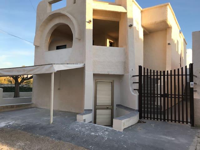 WHITE HOUSE PETROSINO