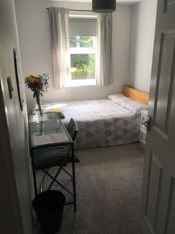 Double room 15 minutes walk from Victoria station
