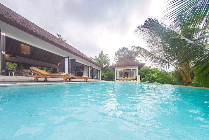 Luxury Private Villa near Ubud ★ Free Breakfast ★