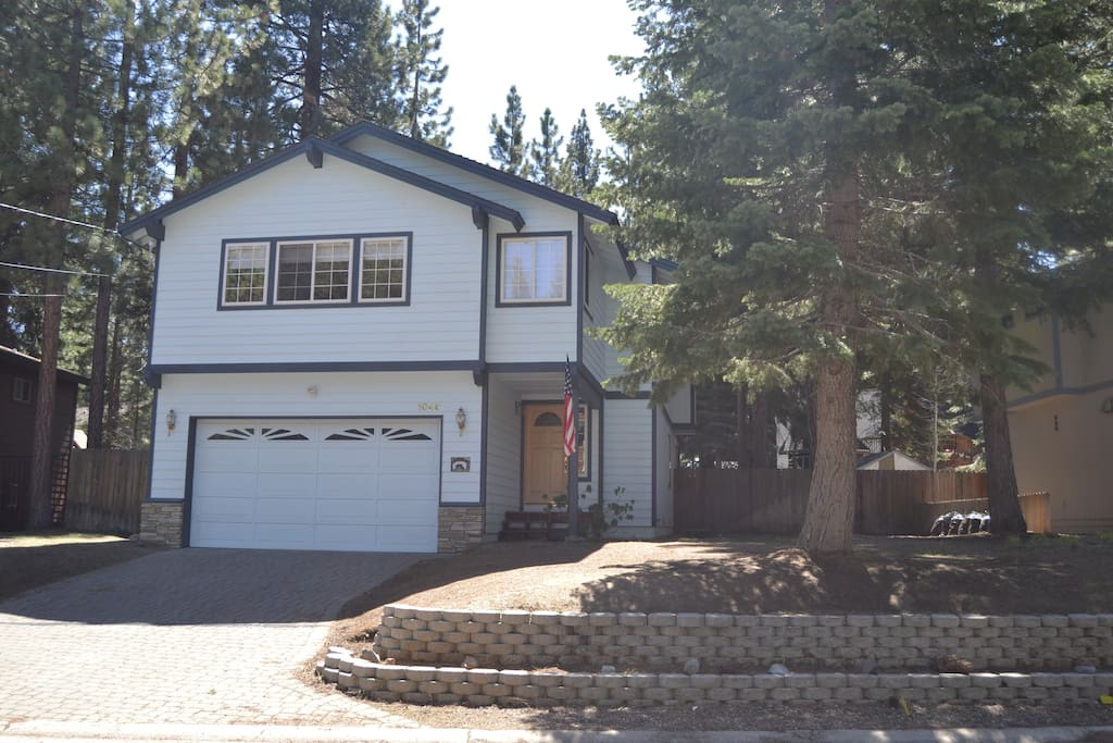 Mont Tahoe Retreat is set in a beautiful, wooded setting in a quiet and well-kept neighborhood.