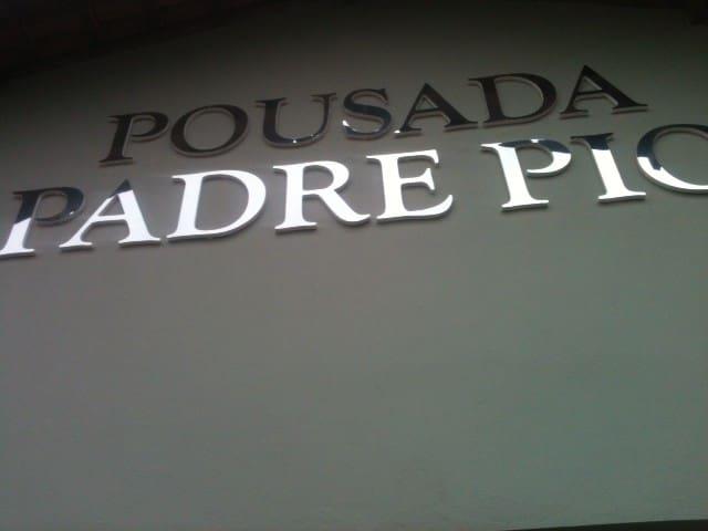 Pousada Padre Pio - Barretos - ที่พักพร้อมอาหารเช้า