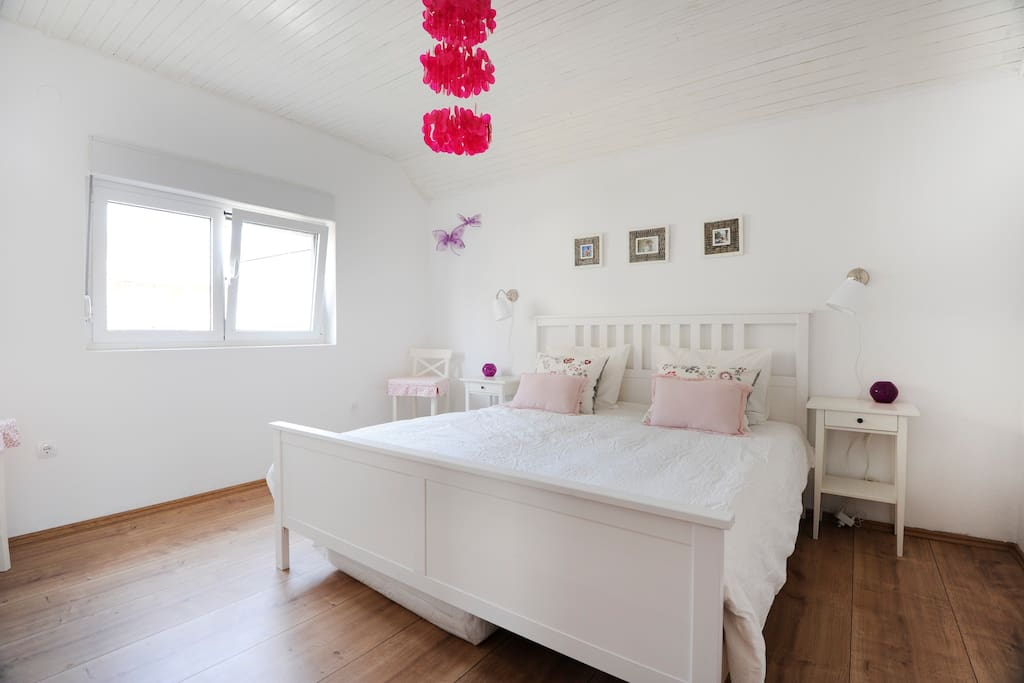 pink bedroom 3pers (double + single bed(not on this photo))