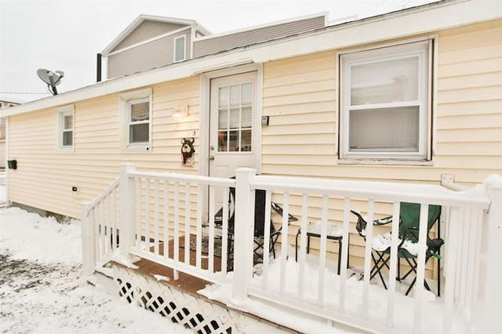Amazing 3 BR Cottage W/Grill, AC,  & 3 Car Parking - Hampton - Haus