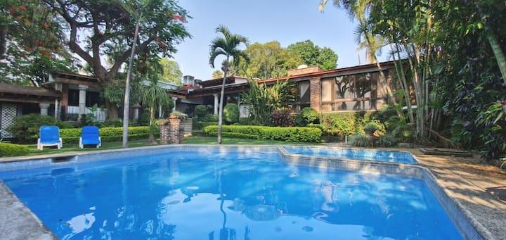 Casa Pradera con jardín y alberca privada!